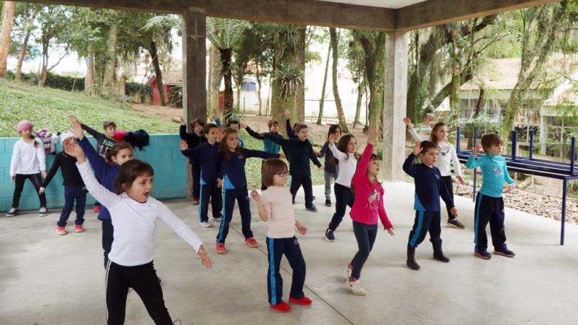 Fit Dance 1º ano - Semana do que não se aprende na escola | Projektwoche